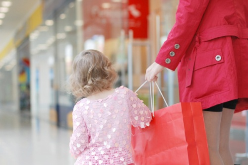 mom shopping for clothes with little girl
