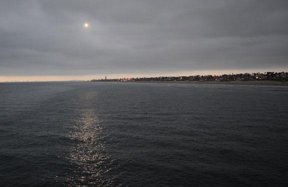 Huntington Beach - sun setting